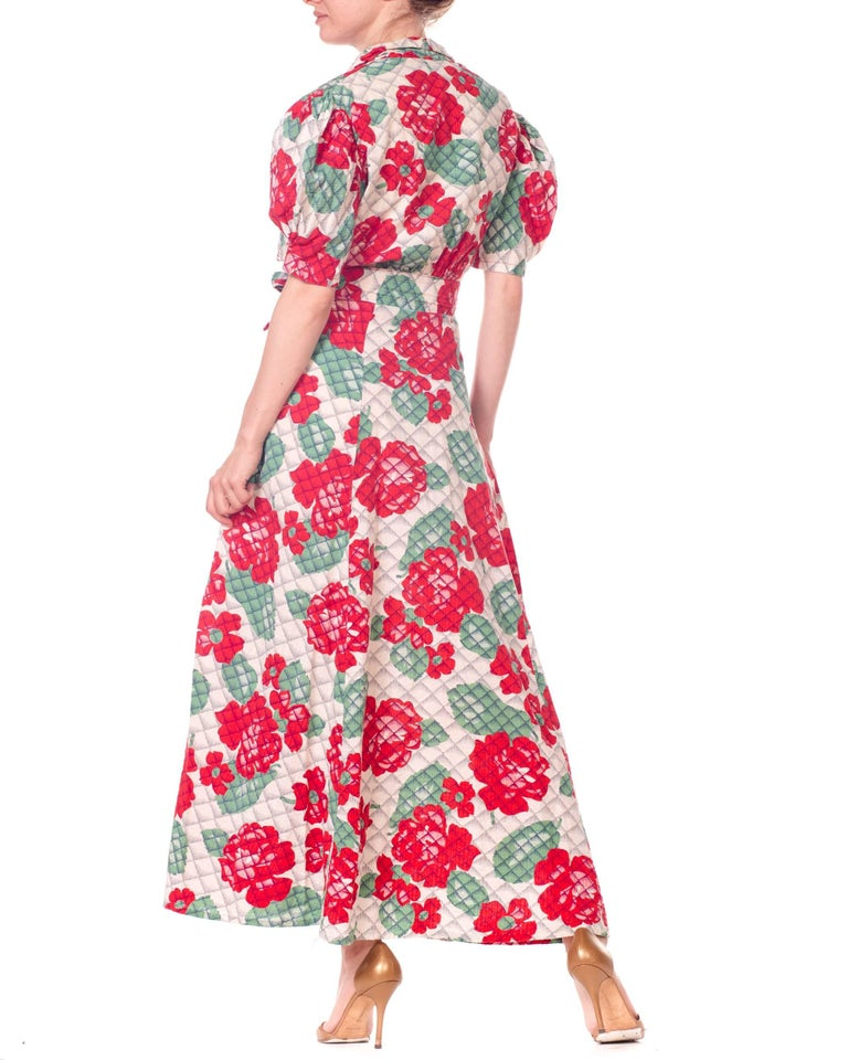 1930s 1940s Cotton Floral Quilted Wrap Dress For Sale 4