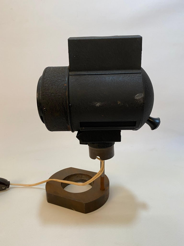 1930s Adjustable Spot Light Task Lamp In Good Condition For Sale In Garnerville, NY