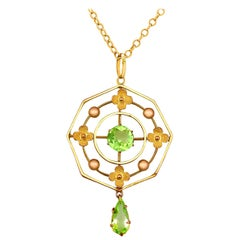 1930s Antique 1.15 Carat Peridot and Yellow Gold Pendant