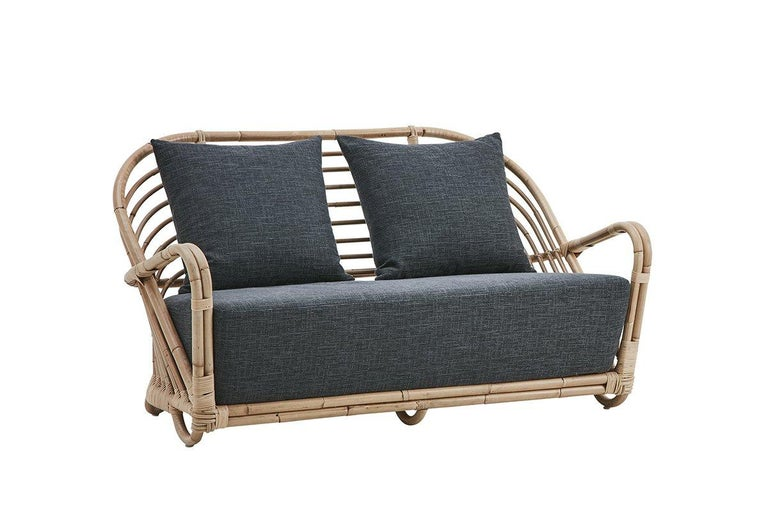 Vintage look and resolutely contemporary, this lounge 2-seat sofa