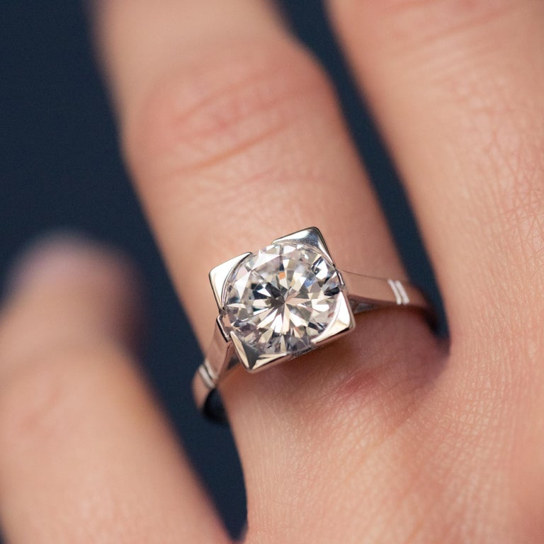 Women's 1930s Art Deco 1.78 Carat Diamond 18 Karat Platinum Solitary Ring For Sale