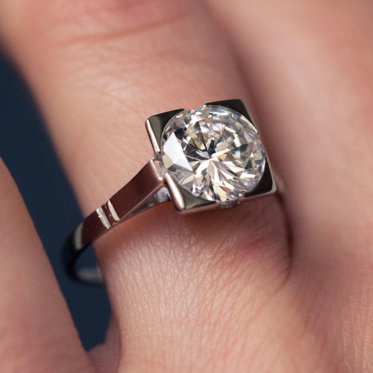 1930s Art Deco 1.78 Carat Diamond 18 Karat Platinum Solitary Ring For Sale 2