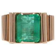 1930s Art Deco 5,24 Carat Emerald 18 Karat Rose Gold Ring