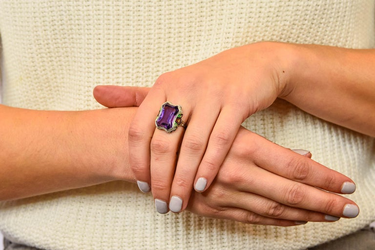 1930s Art Deco Amethyst Enamel Pearl 14 Karat Two-Tone Gold Cocktail Ring For Sale 8