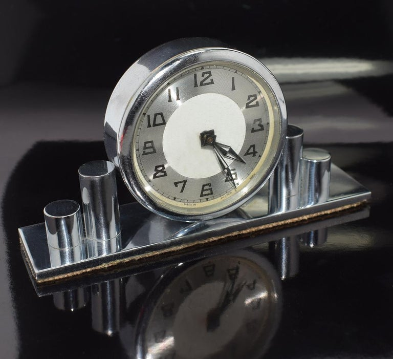 This clock can't be mistaken for any other era can it? Sweet little desk top clock with the case in Classic Art Deco geometric skyscraper shape and stylised Art Deco numerals. The clock face is marked to the very edge 'Made in France'. Condition is