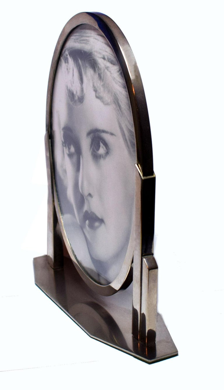 Authentic and very stylish 1930s Art Deco chrome picture frame originating from France. A more unusual design and a great size for modern day use. A photograph can be displayed both sides (the photo in the frame is for display purposes only and not