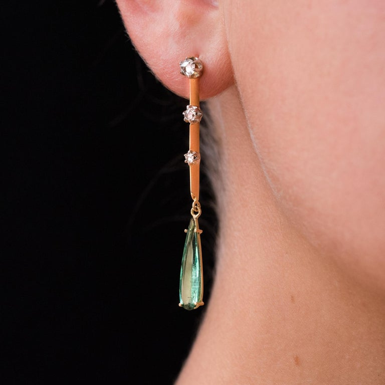 For pierced ears. Earrings in 18 karat yellow gold, eagle's head hallmark. Sublime antique pendant earrings, they are composed from a drop of rose-cut diamonds set with platinum claws, on a gold knife. At the base, in a tassel, is set with a