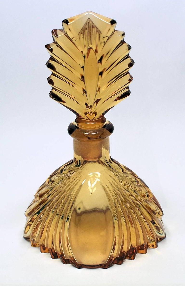 1930s Art Deco Fan Shaped Perfume Bottle For Sale 2