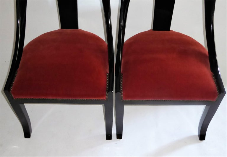1930s Art Deco Lacquered Spoonback Chairs in Mohair Velvet For Sale 7