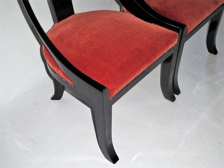 1930s Art Deco Lacquered Spoonback Chairs in Mohair Velvet For Sale 9
