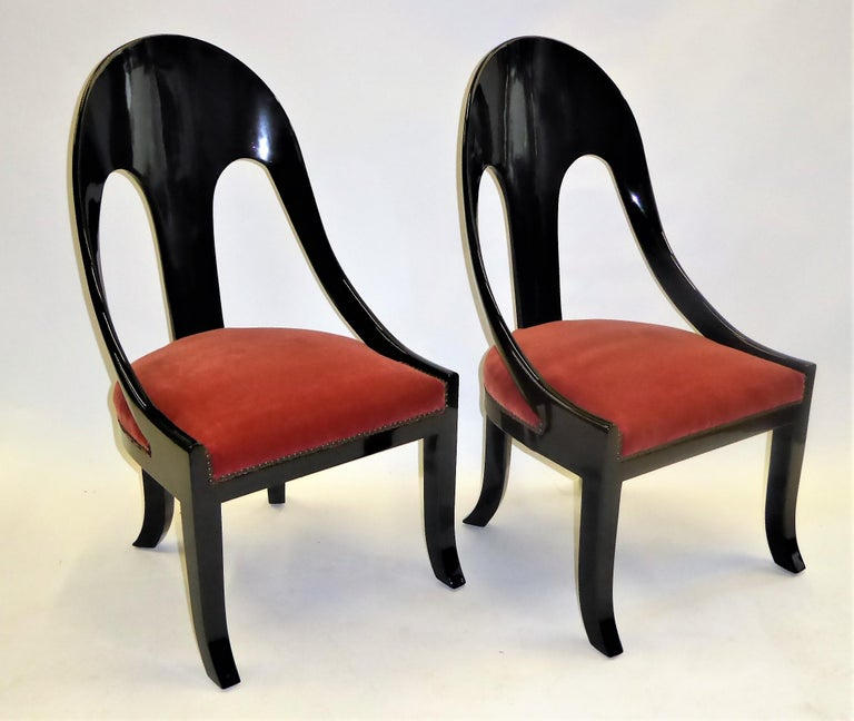 American 1930s Art Deco Lacquered Spoonback Chairs in Mohair Velvet For Sale