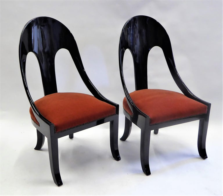 1930s Art Deco Lacquered Spoonback Chairs in Mohair Velvet In Excellent Condition For Sale In Miami, FL