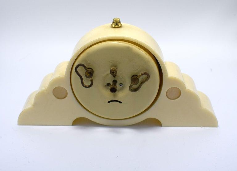 20th Century 1930s Art Deco Odeon Cream Bakelite Clock For Sale
