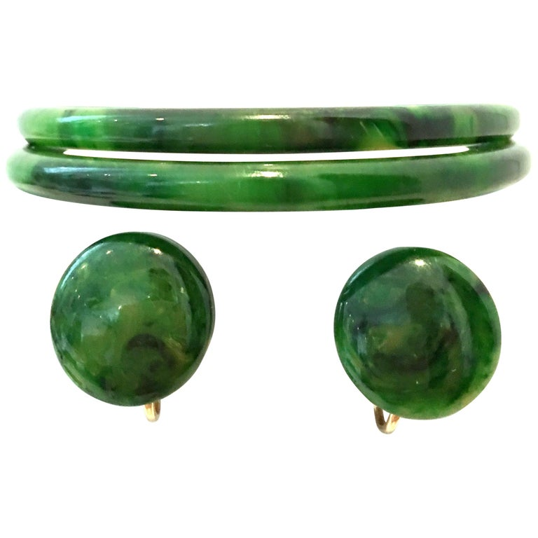 1930'S Bakelite Earrings & Bangle Bracelet Pair Set Of Four Pieces For Sale
