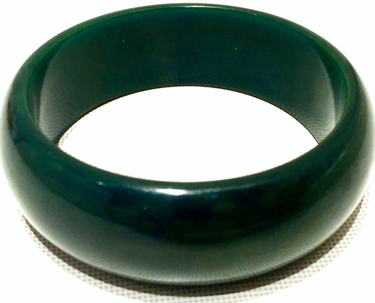 1930'S Bakelite Hunter Green Large Bangle Bracelet In Good Condition For Sale In West Palm Beach, FL