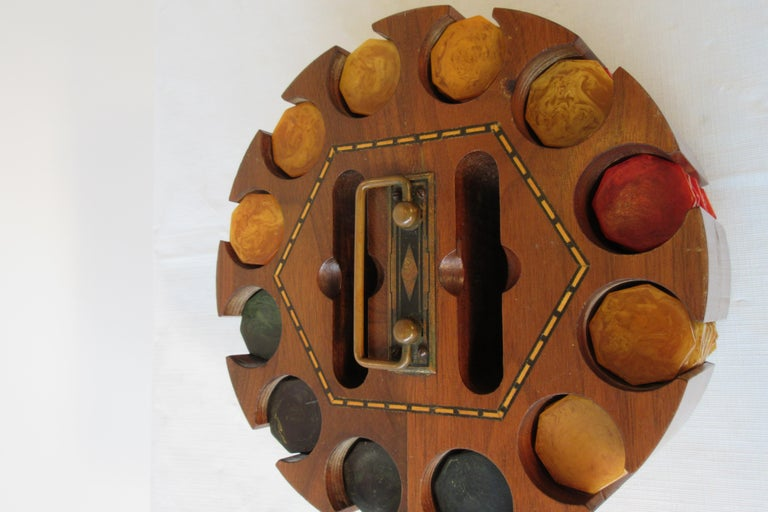 1930s Bakelite Poker Chip Set In Good Condition For Sale In Tarrytown, NY
