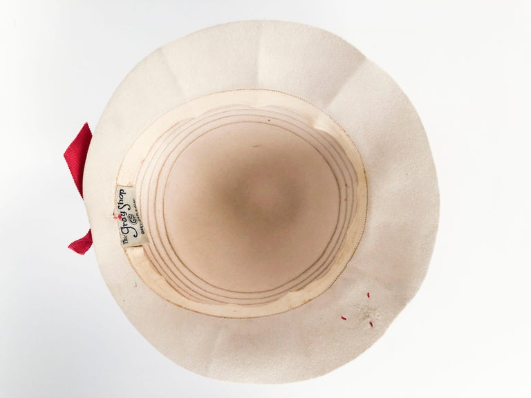 1930s Beige Felt Day Hat with Ladybug Buttons For Sale 1