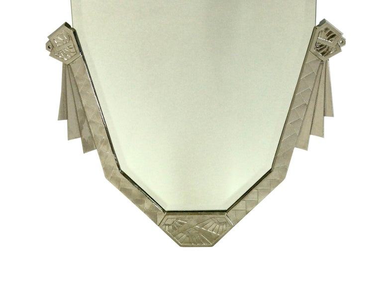 Bevelled mirror. 