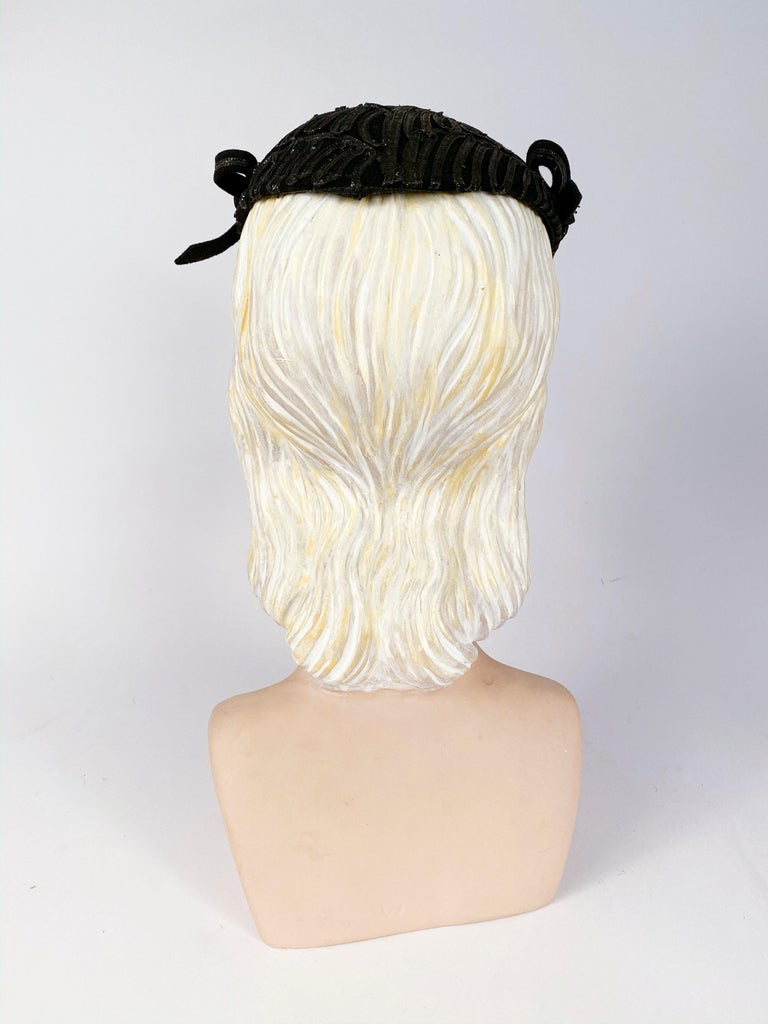 Women's 1930s Black Evening Hat With Raffia Decoration For Sale