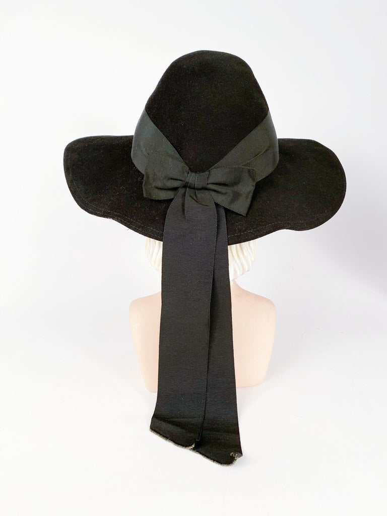 Women's or Men's 1930s Black Fur Felt Day Hat with Bow Accents For Sale