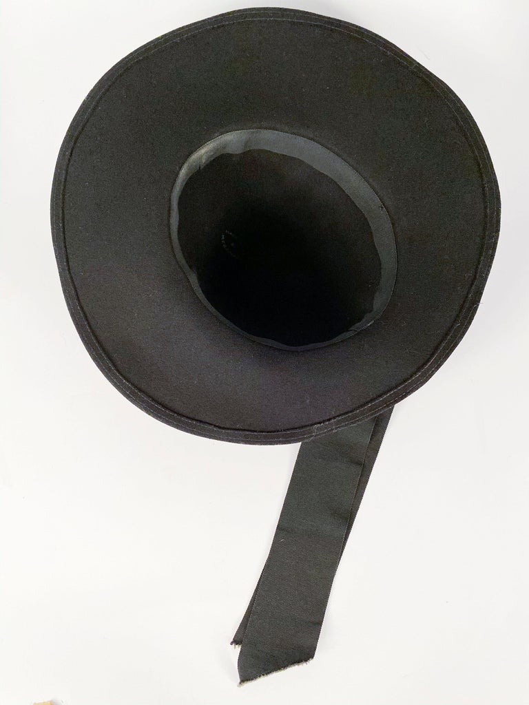 1930s Black Fur Felt Day Hat with Bow Accents For Sale 2