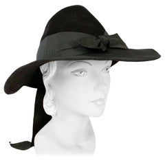 1930s Black Fur Felt Day Hat with Bow Accents