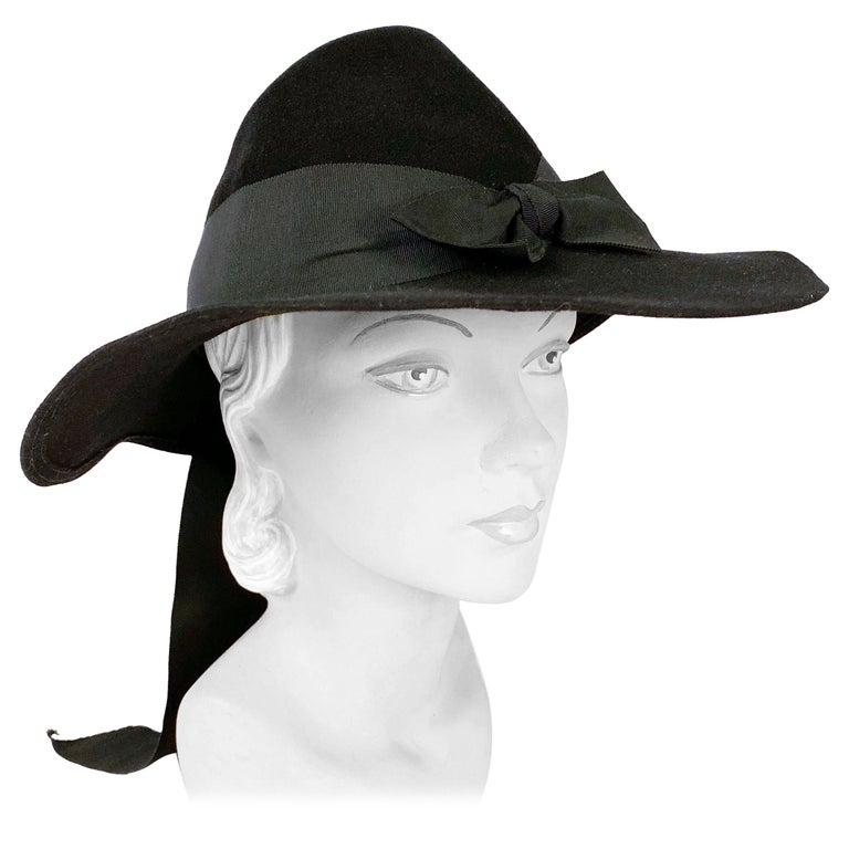 1930s Black Fur Felt Day Hat with Bow Accents For Sale