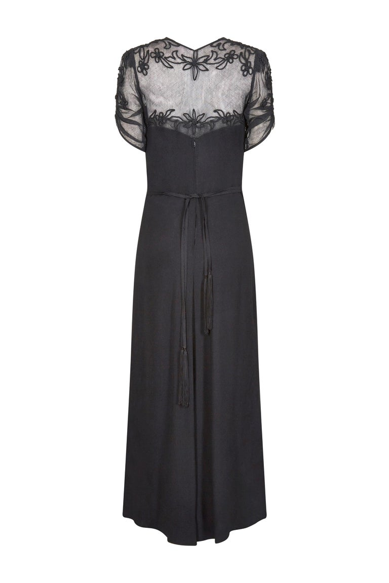 1930s Black Silk Crepe and Net Evening Dress With Floral Appliqué Embellishment In Excellent Condition For Sale In London, GB