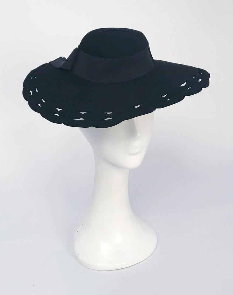 Black Wide Brim Hat with Scalloped Brim and Cutouts, 1930s  In Good Condition For Sale In San Francisco, CA