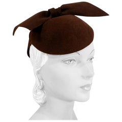 1930s Brown Sculpted Felt Perch Hat with Enlarged Bow