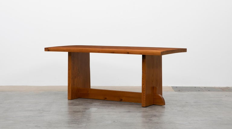 Dining table in pine, very good condition, Axel Einar Hjorth, Sweden, 1932.  The Swedish modernist Axel-Einar Hjorth is best know for his modern reduced design. This Table is one of his masterpieces with beautifully grained Oregon pine with matte