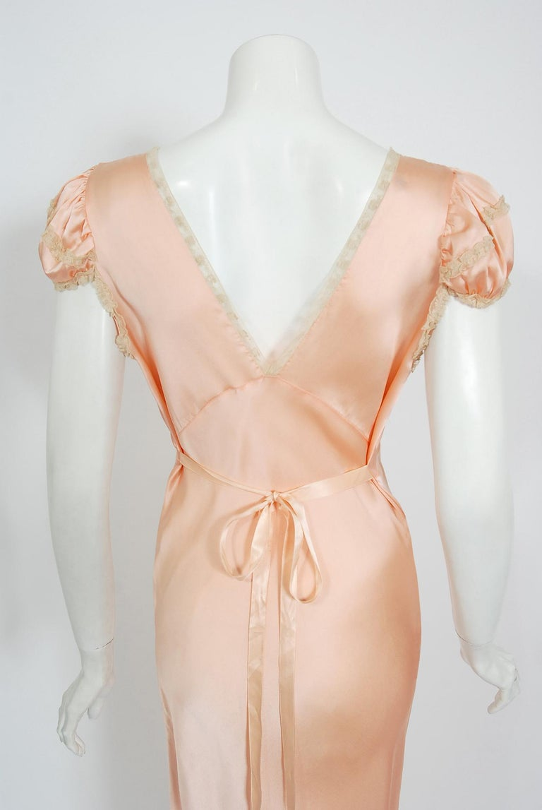 Vintage 1930's Champagne-Pink Silk Lace Puff Sleeve Bias-Cut Slip Night Gown For Sale 5