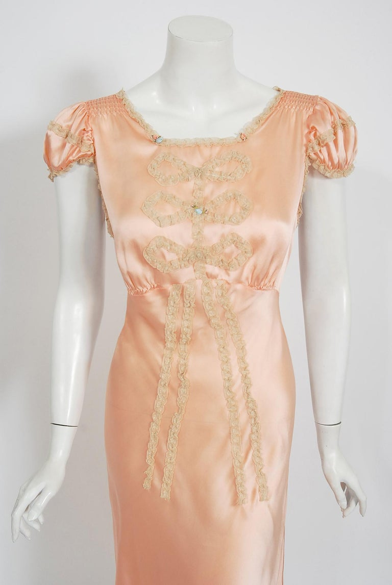 Vintage 1930's Champagne-Pink Silk Lace Puff Sleeve Bias-Cut Slip Night Gown In Good Condition For Sale In Beverly Hills, CA