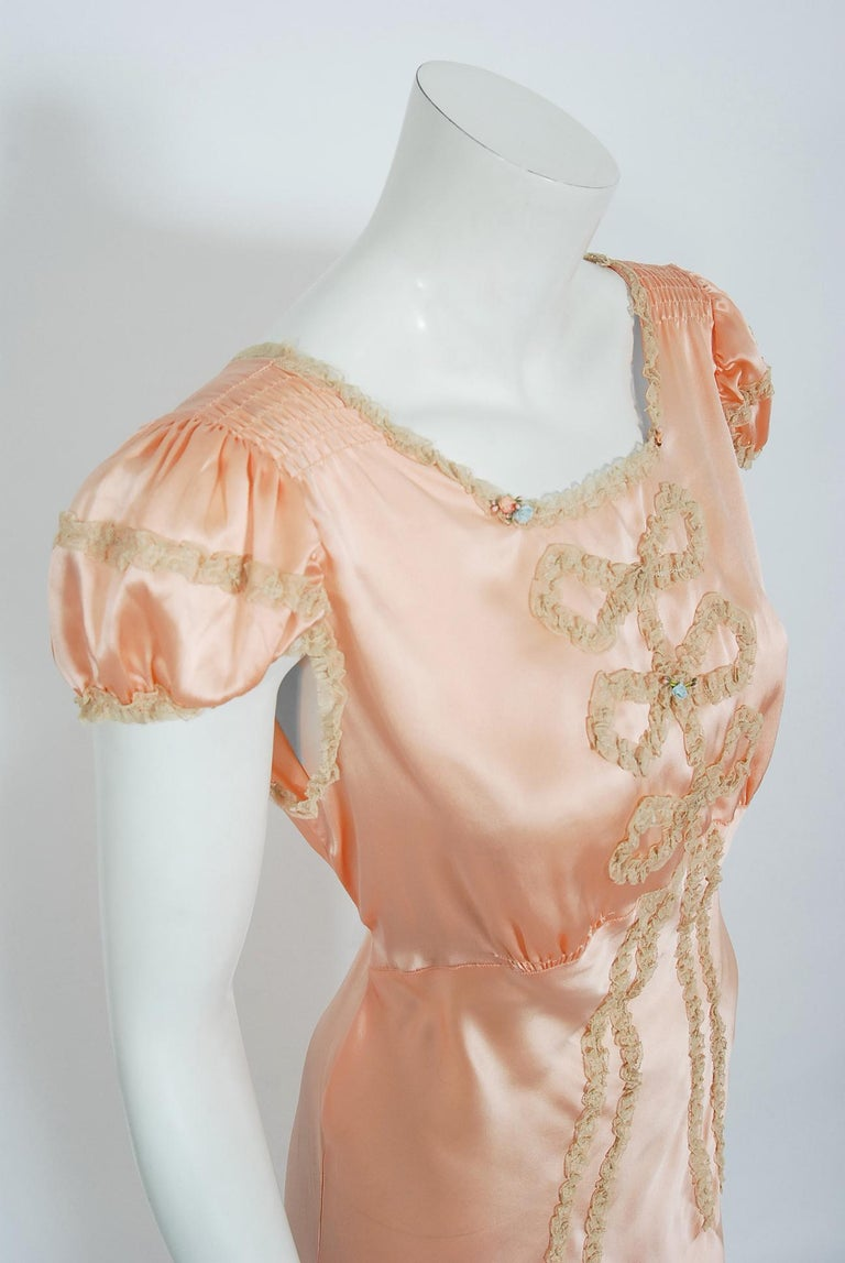 Women's Vintage 1930's Champagne-Pink Silk Lace Puff Sleeve Bias-Cut Slip Night Gown For Sale