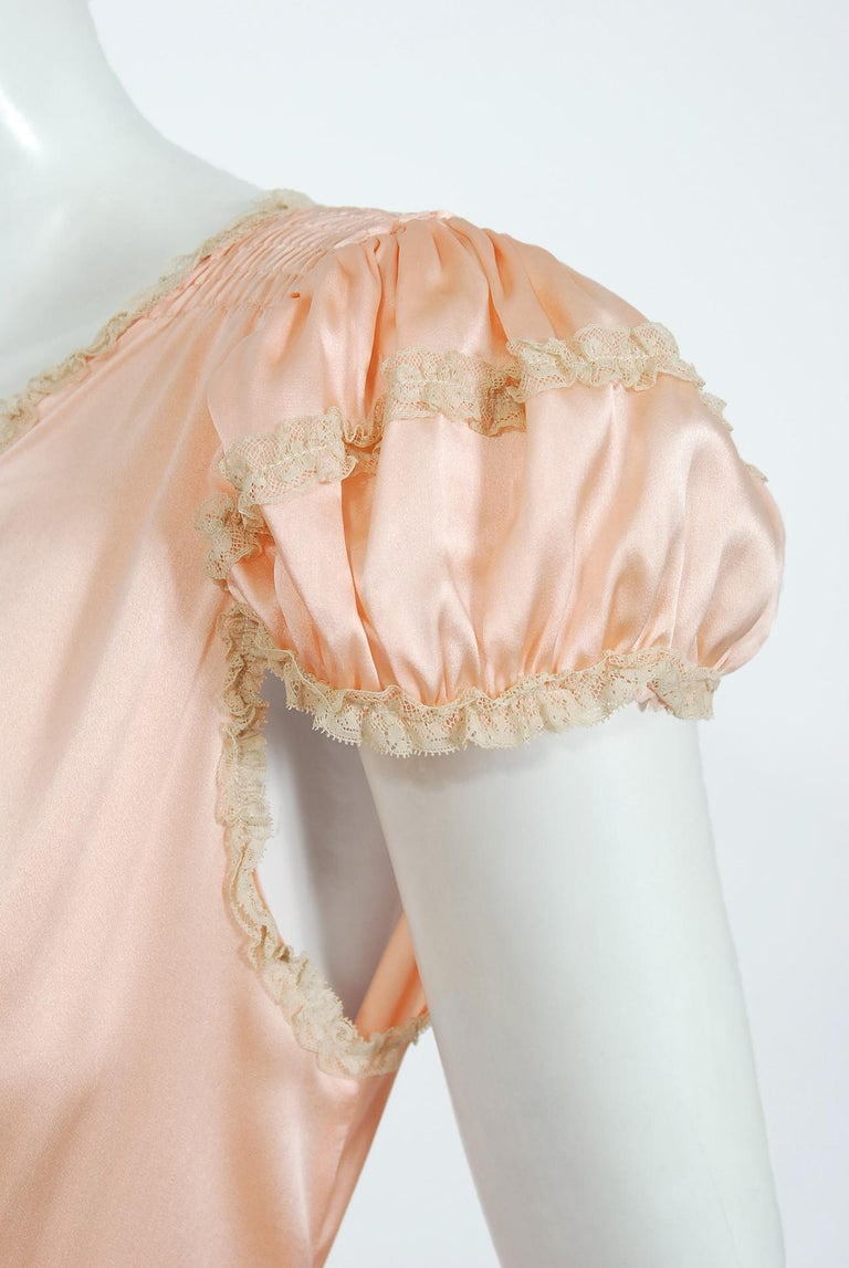 Vintage 1930's Champagne-Pink Silk Lace Puff Sleeve Bias-Cut Slip Night Gown For Sale 2