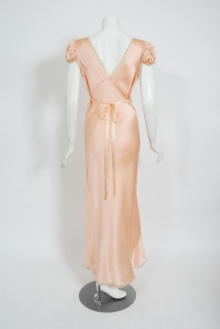 Vintage 1930's Champagne-Pink Silk Lace Puff Sleeve Bias-Cut Slip Night Gown For Sale 4