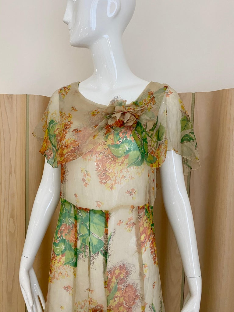 1930s Creme and Green Floral Print Silk Chiffon Day Dress In Good Condition For Sale In Beverly Hills, CA