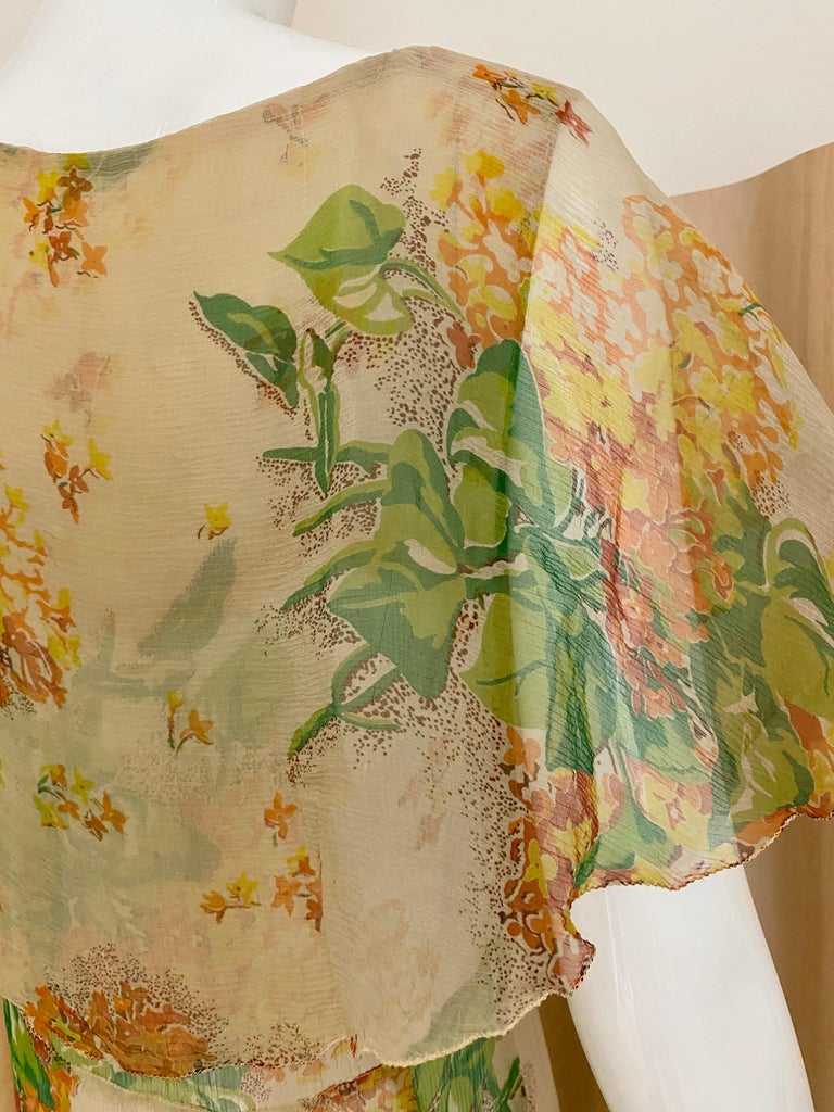 1930s Creme and Green Floral Print Silk Chiffon Day Dress For Sale 3