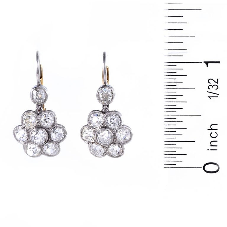 1930s Diamond Platinum Gold Flower Dangle Drop Earrings In Excellent Condition For Sale In Miami, FL