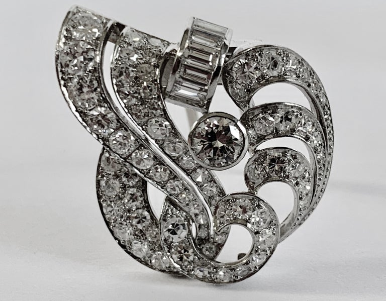Round Cut 1930s Double Diamond Platinum Clip Brooch For Sale