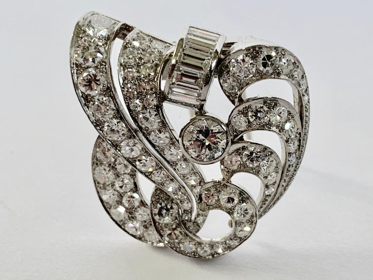 1930s Double Diamond Platinum Clip Brooch For Sale 1