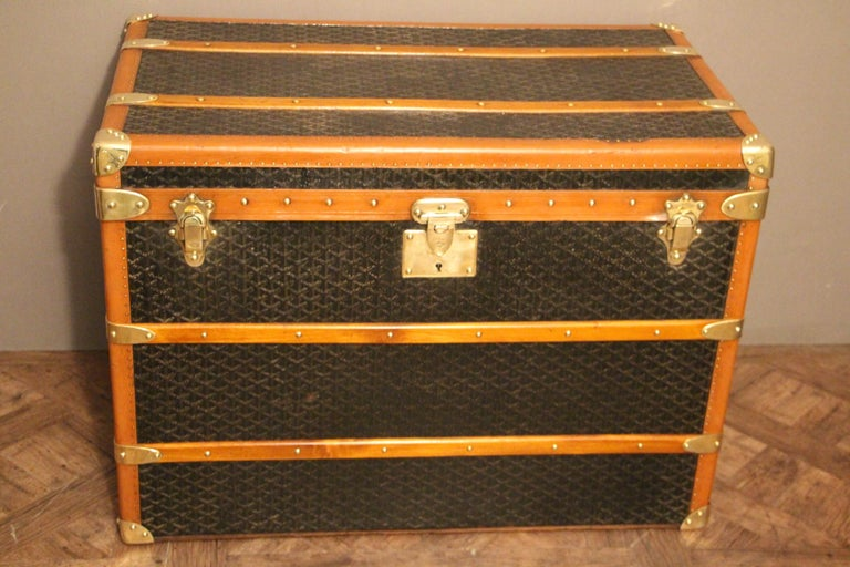This Aine Goyard trunk has got very nice proportions as well as a beautiful, warm patina.