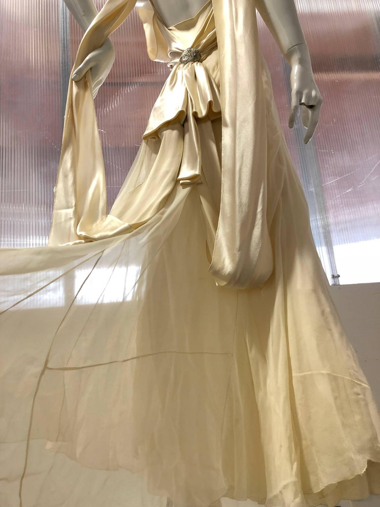 Hattie Carnegie Art Deco Bias Gown in Candlelight Silk Satin and Chiffon, 1930s  In Excellent Condition For Sale In San Francisco, CA