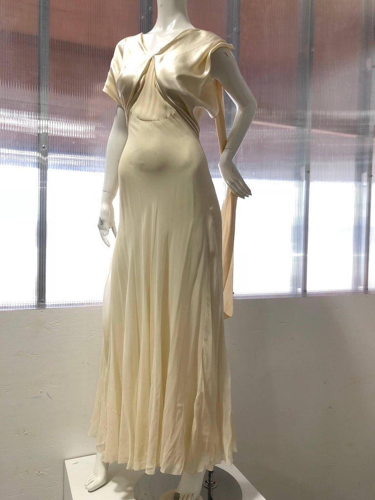 Hattie Carnegie Art Deco Bias Gown in Candlelight Silk Satin and Chiffon, 1930s  For Sale 3