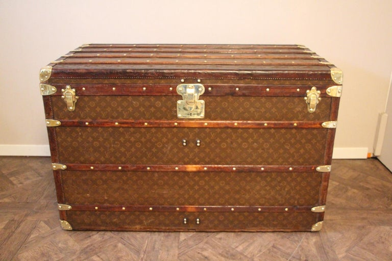 1930s High Louis Vuitton Trunk, Louis Vuitton Courrier Steamer Trunk Extra Large In Good Condition For Sale In Saint-Ouen, FR