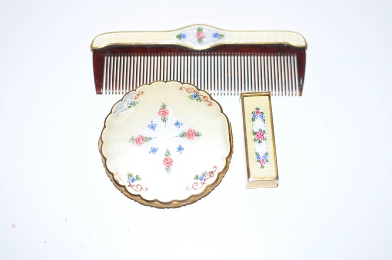 1930s La Mode Guilloche Enamel Set with a Free Whiting & Davis Chain Pouch For Sale 1