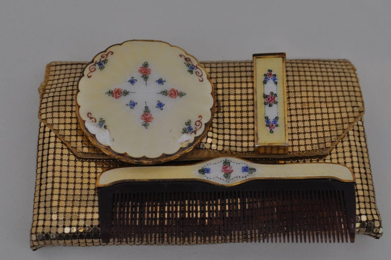 1930s La Mode Guilloche Enamel Set with a Free Whiting & Davis Chain Pouch For Sale 3