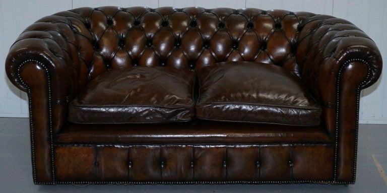 English 1930s Made in England Hand Dyed Restored Cigar Brown 2-Seat Chesterfield Club For Sale