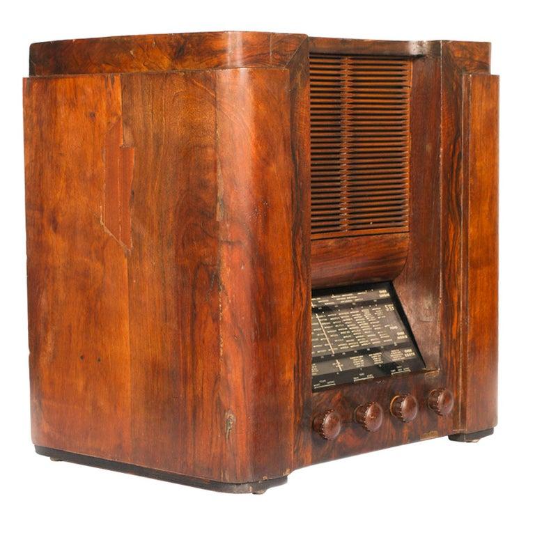 Italian 1930s Magnadyne (Turin) Art Deco tube radio, empire style, working, all original parts Measures in cm: H 45, W 42, D 45.