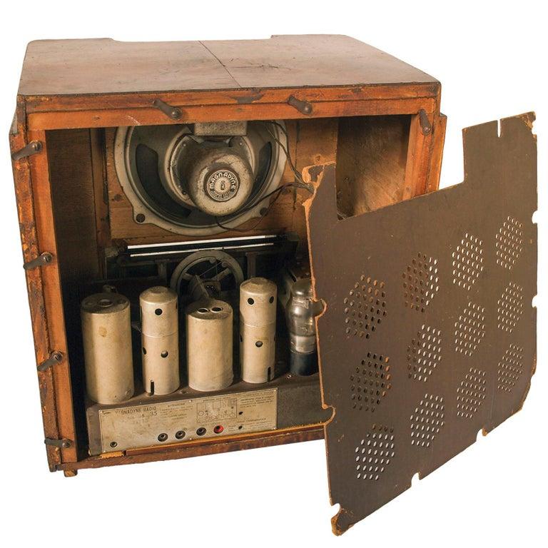 Walnut 1930s Magnadyne Art Deco Tube Radio, Empire Style, Working, All Original Parts For Sale